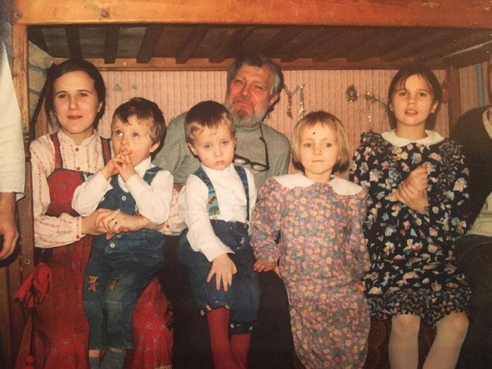 Алексей Валерьевич Артемьев с внуками