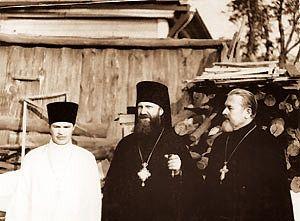 Одно из первых посещений Епископом Пименом приходов епархии. Архив протоиерея Василия Байчика († 2004, крайний слева)