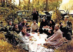 В редкие минуты отдыха. Визит Архиепископа Пимена (Хмелевского) по приглашению Митрополита Алексия (Ридигера) в Пюхтицы. 2 августа 1979 года