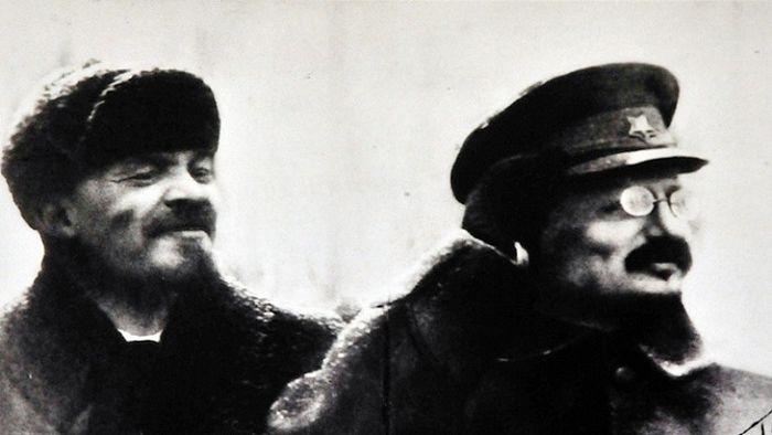 Ленин и Троцки