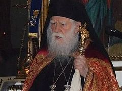 Greek hierarch proposes giving autocephaly to Metropolitan Onuphry