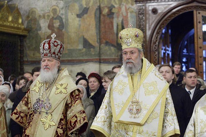 el Patriarca Kirill y el arzobispo Crisótomo de Chipre