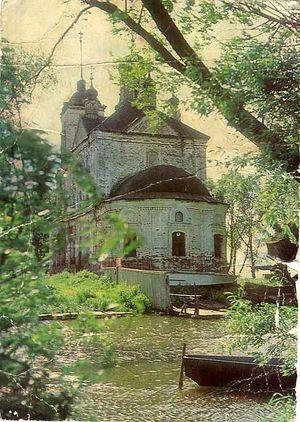 Состояние храма на момент его передачи церкви. Видно, что в нём располагалась спасательная станция. Фото: 40s.pereslavl.ru