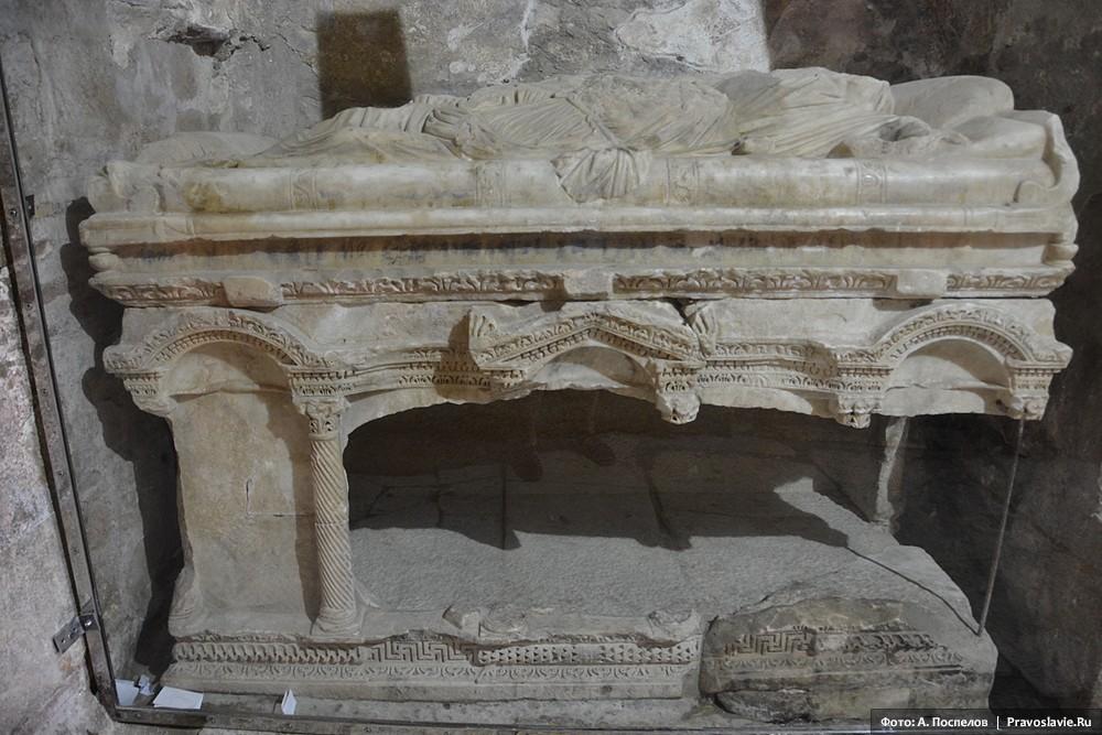 Предполагаемая мраморная гробница свт. Николая