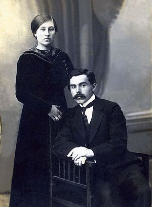 Супруги Крестовы Пётр Иванович и Антонина Николаевна (в девичестве Добродеева) 1914 г.