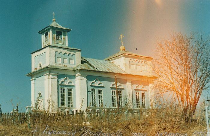 Храм Всех святых в девяностые годы