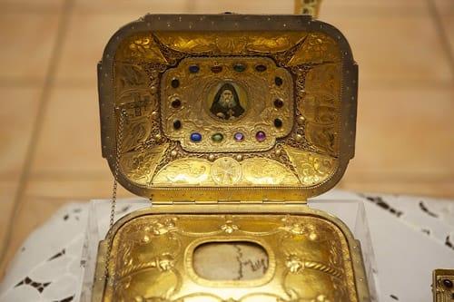 Κάρα του Οσίου Ιωσήφ Ησυχαστή στη μονή του Αγίου Αντωνίου στην Αριζόνα