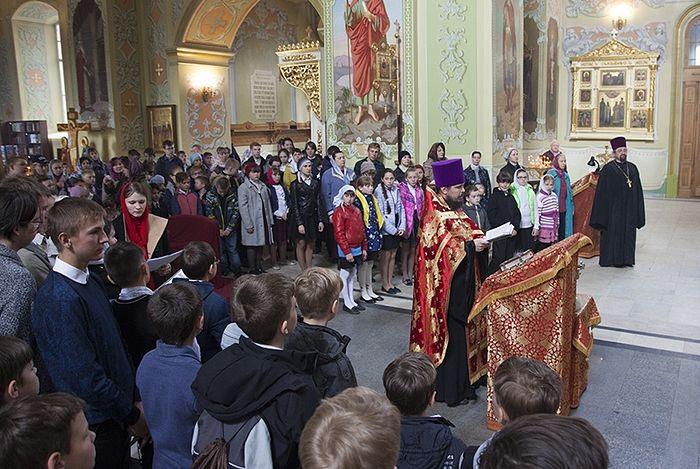 На заседании Синода обсудили практику совершения молебных пений в богослужении
