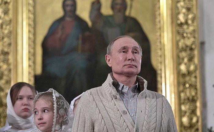 Владимир Путин встретил Рождество Христово в Спасо-Преображенском соборе Санкт-Петербурга
