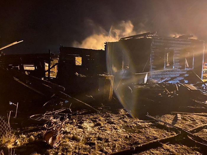 Остатки дома Скорихиных. Фото: ГУ МЧС по Ярославской области