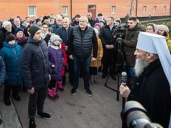 Metropolitan Onuphry meets with children from Donbass conflict zone for feast of Nativity