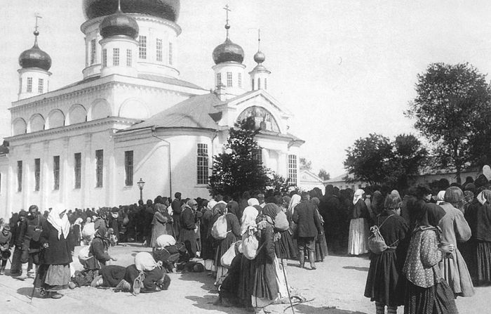 Pilgrims to Sarov and Diveyevo, before the monasteries were closed.