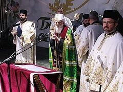 Thousands attend moleben in Belgrade for Serbian Church in Montenegro, Kosovo (+VIDEO)