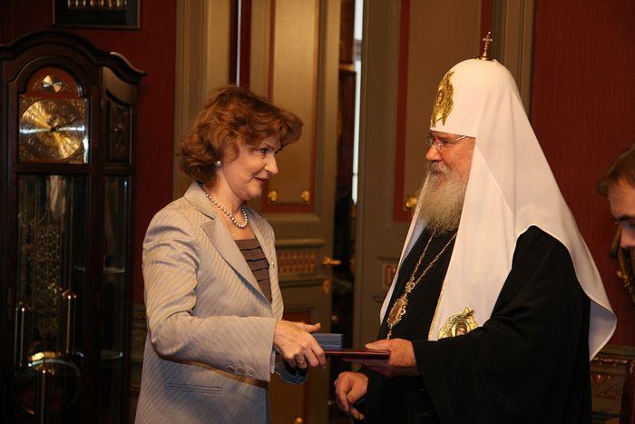 Наталья Нарочницкая и патриарх Алексий II