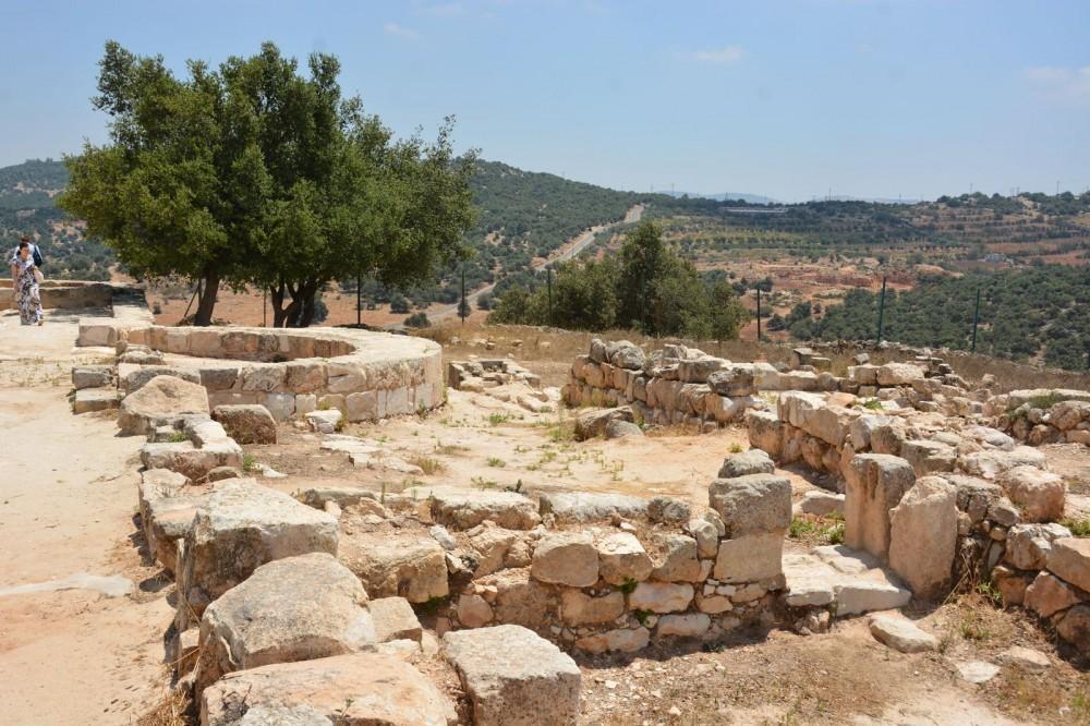 Холм пророка Илии (Тель-Мар-Ильяс), развалины древнего византийского монастыря