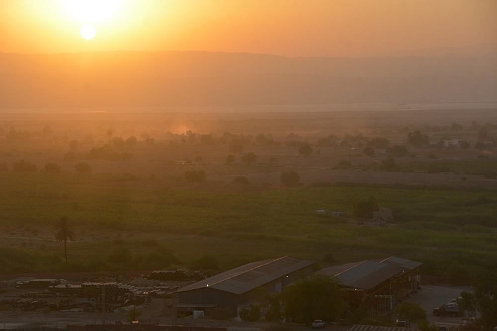 Закат над Мертвым морем. Вид со стороны Пещеры Лота
