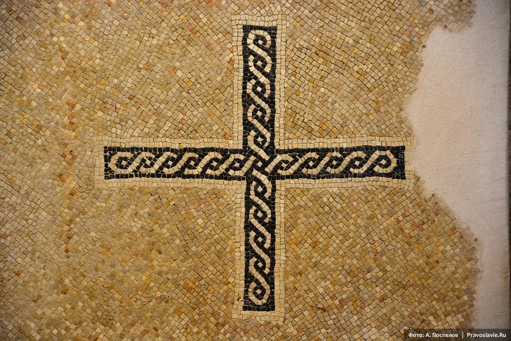 Гора Нево, мозаика в виде креста