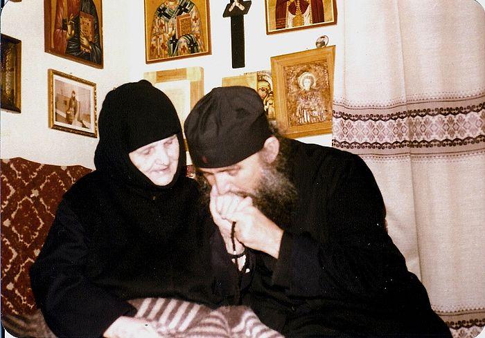 Ο Γέρων Εφραίμ με τη μητέρα του, μοναχή Θεοφανώ