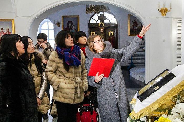 Κινέζοι φοιτητές σε μια εκδρομή στις Ορθόδοξες εκκλησίες του Μπλαγκοβεσένσκ
