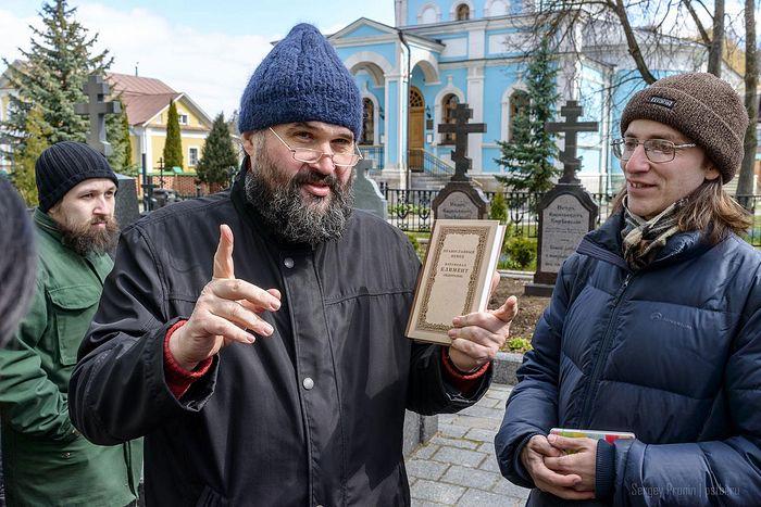 Отец Георгий Ореханов в паломнической поездке. Оптина пустынь