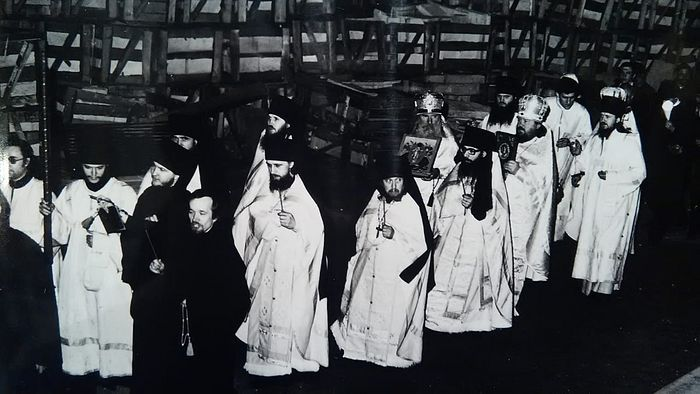 First Pascha in Holy Trinity Cathedral of the revived Danilov Monastery, 1985. Hieromonk Daniel in the center
