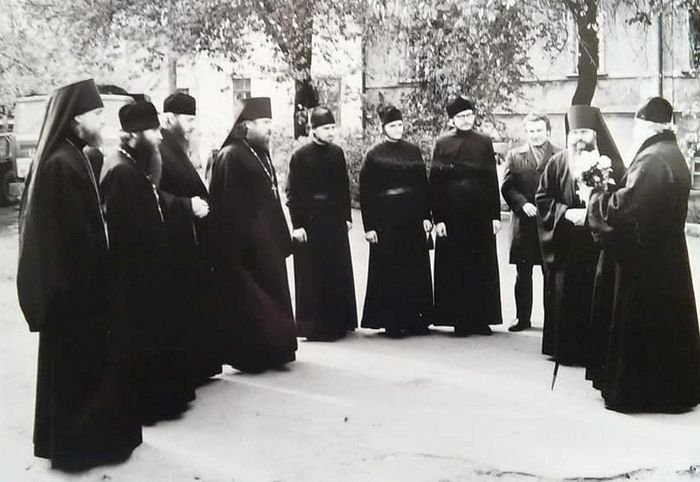 ​Fourth from the left—Novice Viktor Voronin, far right—Metropolitan Alexei (Ridiger), the future Patriarch