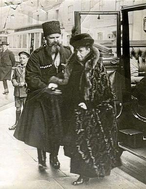 Вдовствующая императрица Мария Фёдоровна и её камер-казак Тимофей Ящик. Копенгаген, 1924
