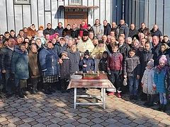 Ukrainian villagers celebrate 1-year anniversary of round-the-clock prayer vigils in defense of their church