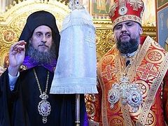 Archimandrite from Athonite Philotheou Monastery leaves Liturgy, refusing to serve with schismatic OCU bishop