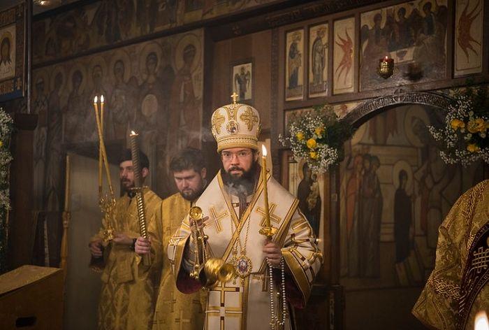 Патриарший экзарх Западной Европы возглавил престольные торжества Трехсвятительского храма в Париже