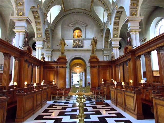 Внутри церкви прп. Бригиты в Лондоне (взято с Youtube.com)