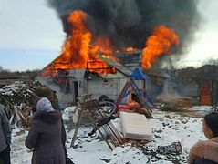 Ukrainian archpriest with 12 children loses house to fire