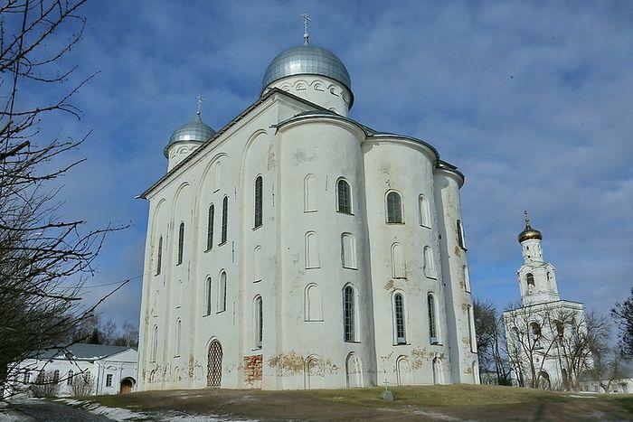 Новгород Великий отмечает 900-летие Георгиевского собора