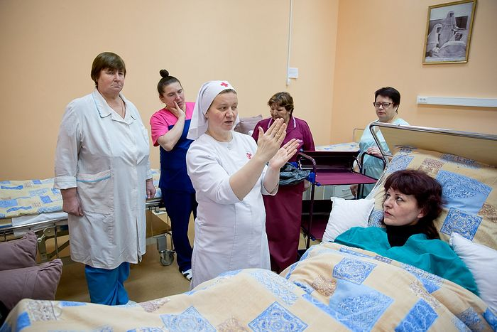 Учебный центр московской больницы святителя Алексия выпустил профессиональных сестер по уходу