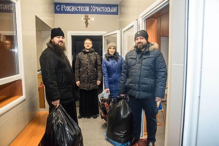 Теплые вещи для бездомных принимают в Томском епархиальном центре гуманитарной помощи