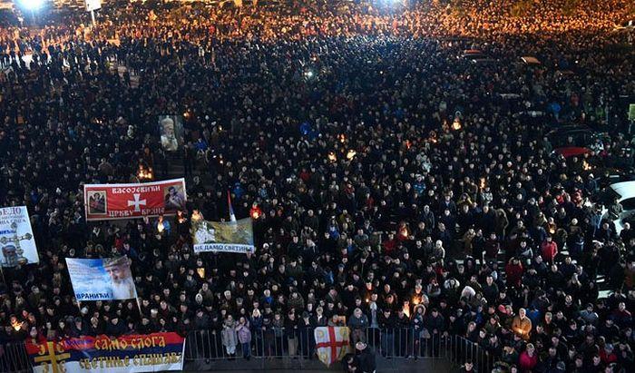 Са једног од бројних протестних окупљања верника СПЦ у Црној Гори (Фото ЕПА.ЕФЕ/Борис Пејовић)