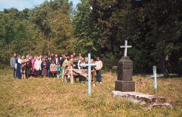 Панихида с участием жителей Загаец на месте бывшего скита обители