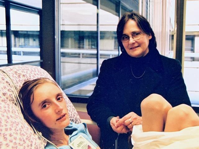 В больнице Милу навещает матушка Мария Потапова