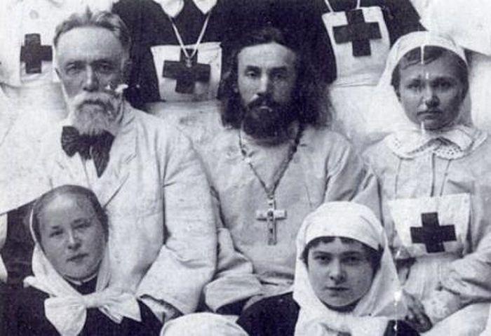 Отец Сергий Махаев с сестрами Иверской общины милосердия