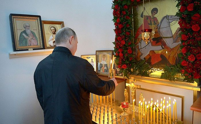 Президент России почтил память воинов 6-й парашютно-десантной роты