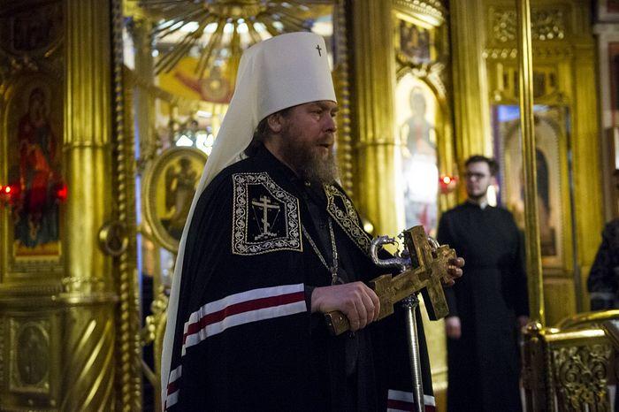 Накануне понедельника первой седмицы Великого поста митрополит Псковский Тихон совершил вечерню с чином прощения в Псково-Печерском монастыре