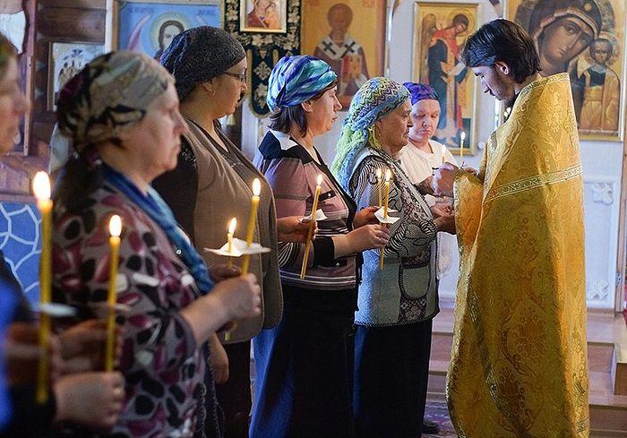 Ευχέλαιο, Εκκλησία τής Εικόνας τής Μητέρας τού Θεού τού Σμολένσκ, πόλη Σίκτιβαρ. Φωτογραφία: Μπορίς Φόμιτσεφ