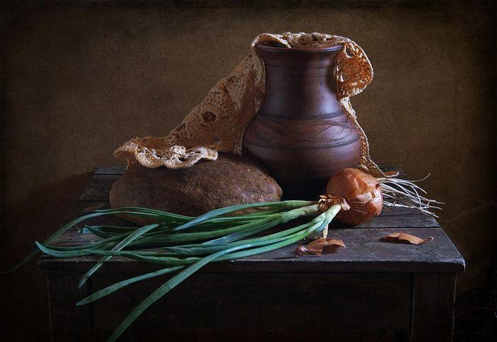 Κβας, ψωμί, κρεμύδι ... Φωτογραφία: Λιουντμίλα Ντουμπρόβινα