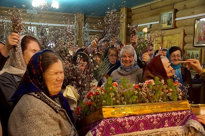 Kυριακή τών Βαΐων, Εκκλησία τής Εικόνας τής Μητέρας τού Θεού τού Σμολένσκ, πόλη Σίκτιβαρ. Φωτογραφία: Μπορίς Φόμιτσεφ