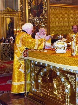 Отец Матфей Стаднюк с земляком архидиаконом Андреем Мазуром у престола