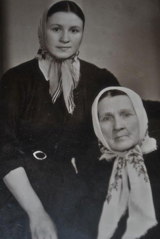 Με τη μητέρα της στο Κίεβο, κατά τη διάρκεια της δίωξης επί Χρουστσιόφ, το 1965