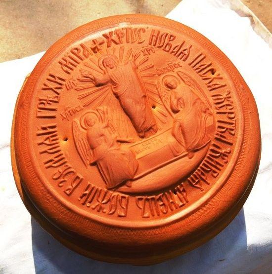 Артос без креста с изображением иконы Воскресения Христова