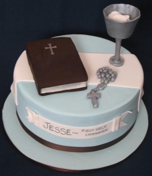 «First Holy Communion Cakes». Торт для поздравления с первым Причастием у римо-католиков. В Потире видны облатки