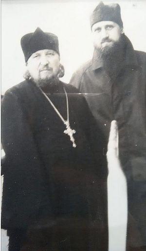 Паломничество на Валаам, 1990 г. Отцы Даниил и Рафаил (Шишков) на палубе теплохода.