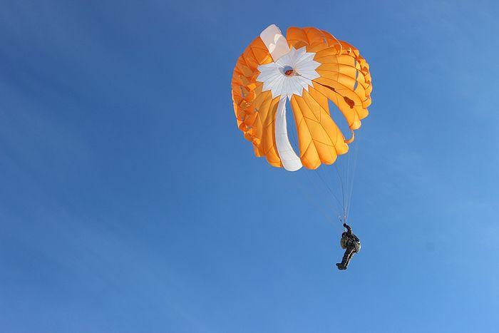 Прыжок с парашютом ПТЛ-72